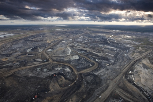 Flooding prompts evacuation at heart of Canada's oil sands