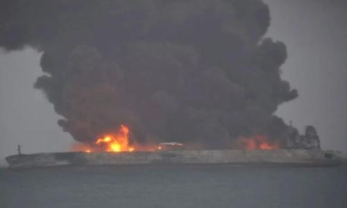 Oil tanker on fire and leaking off China coast