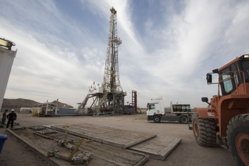 US drops 10 oil, gas rigs