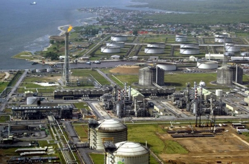 API reports smaller crude oil build than expected